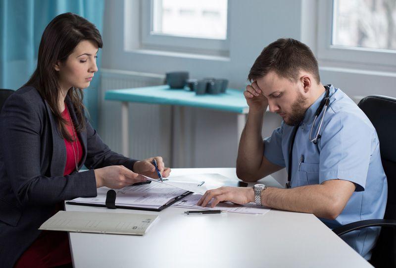 Querer contratar un seguro de  gastos médicos cuando te diagnosticaron un padecimiento.